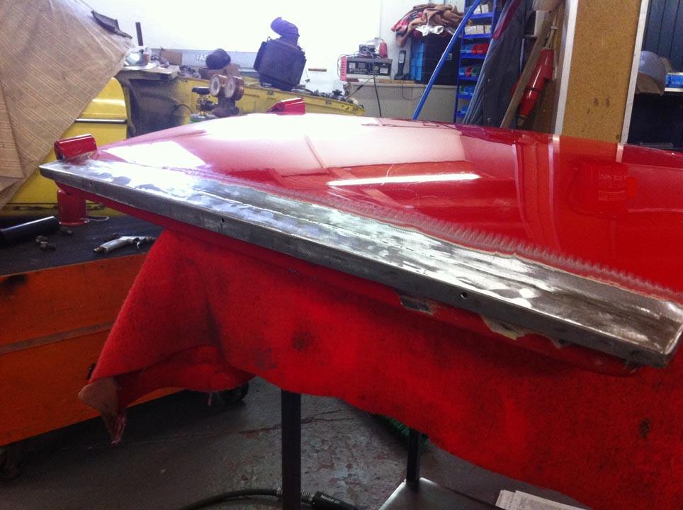 ...Deckblech mit Wasserablaufbohrungen angefertigt und stumpf einschweißt...